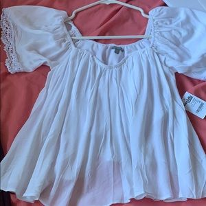 White off the shoulders flowy top